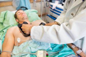 Entenda a diferença entre desfibrilação e cardioversão